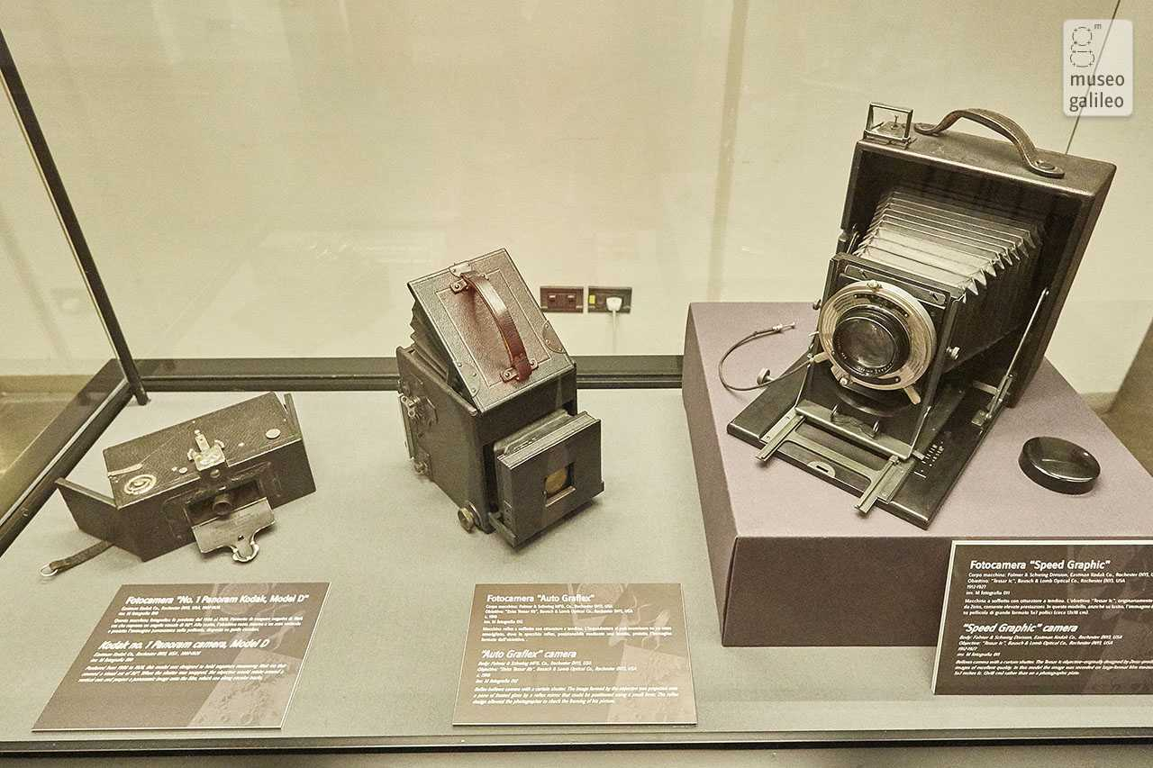Images of Science. Scientific photography in the collections of the Museo Galileo. Showcase with antique photographic equipment